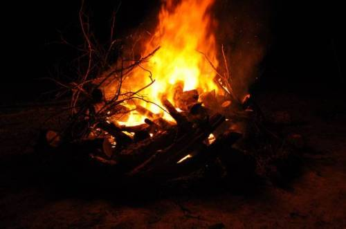b2ap3_thumbnail_big-fire-at-night-in-winter.jpg