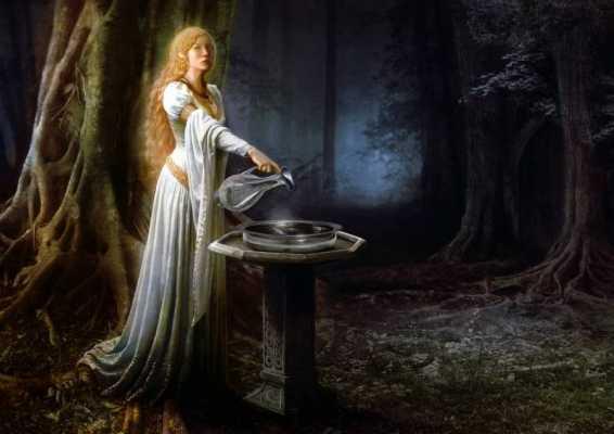 When In Lothlorien: The Art of Scrying