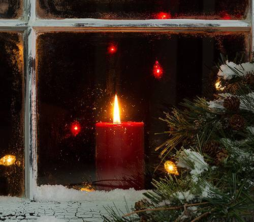 b2ap3_thumbnail_candle-in-snowy-window-with-evergreen.jpg
