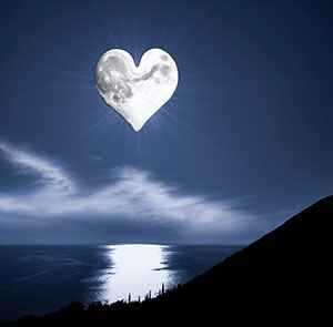 b2ap3_thumbnail_heart_shaped_full_moon.jpg