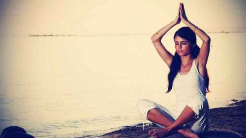 b2ap3_thumbnail_Pretty-Young-Woman-Doing-Yoga-in-Sunset.jpg