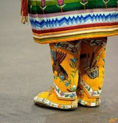 b2ap3_thumbnail_d9042c236bf4fb42f424dba716ae69c3--powwow-regalia-native-fashion.jpg