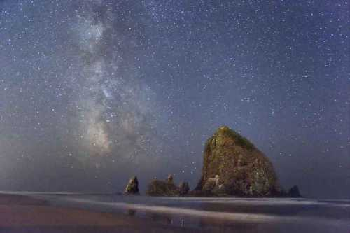b2ap3_thumbnail_milky-way-and-haystack-rock.jpg