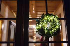 The magic of: Mistletoe & Pine